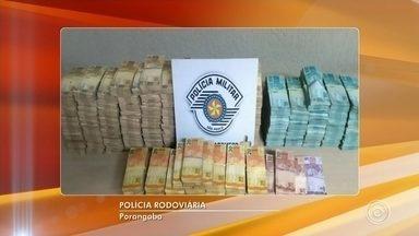 Mais de R$ 1 milhão e duzentos mil são apreendidos pela Polícia Rodoviária - Dinheiro estava em um caminhão com placas de Toledo (PR), que foi parado durante uma fiscalização de rotina, na altura do quilômetro 158.