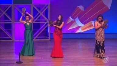 Professora de Jundiaí está entre as melhores educadoras do país - Trabalho foi reconhecido com o maior prêmio da educação brasileira, o 'Educador Nota 10'. A premiação ocorreu em São Paulo (SP).
