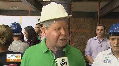 'Se parecer que foi só aquilo, parece que Manaus é uma maravilha', diz prefeito - Artur Neto comentou caso da morte de engenheiro durante coletiva de restauro da biblioteca Municipal.