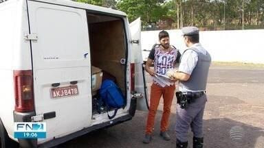 Campanha na SP-270 presta orientações de combate ao contrabando - Ação ocorreu em Presidente Prudente.