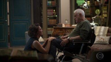 Alberto dá uma bronca em Nana mas a perdoa - Nana acreditava que Paloma era culpada