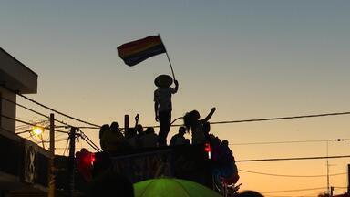 Profissão Repórter - LGBT – 02/10/2019 - Os bastidores da notícia e os desafios da reportagem. Diferentes olhares sob o comando de Caco Barcellos