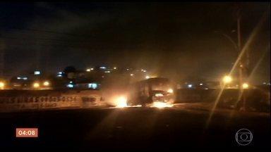 Guerra entre traficantes provoca pânico na Zona Norte do RJ - Ônibus foram queimados e os moradores se esconderam como e onde podiam.
