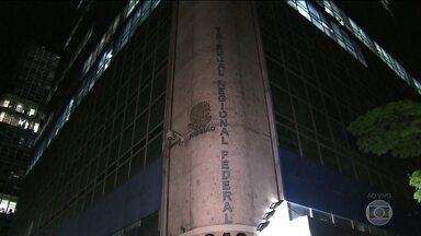 Procurador é preso depois de esfaquear juíza dentro do Tribunal Regional Federal em SP - A polícia já ouviu o procurador que esfaqueou uma juíza na quinta-feira (3), em São Paulo. Ele está preso. A vítima também prestou depoimento.