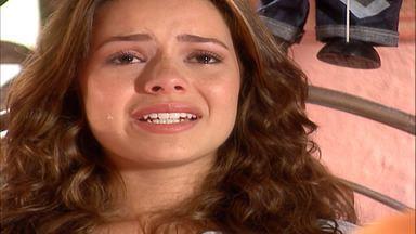 Capítulo de 23/03/2001 - Purunam avisa que Cristal terá que ficar com o padrinho. Vanessa ameaça acabar o casamento. Daphne leva suas condolências para Cristal e manda Carlos conquistá-la.