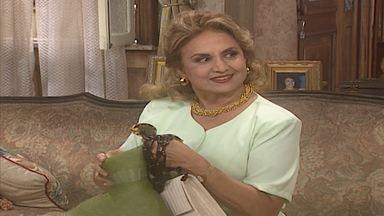Capítulo de 17/02/1997 - Eulália e Zé Leandro se apaixonam, mas ele é obrigado a ir embora, deixando-a grávida. O tempo passa e nasce Lúcia Helena, sua filha. Pitágoras chega na cidade como ministro.