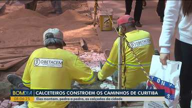 Conheça os profissionais que fazem os caminhos de Curitiba - Eles constroem as calçadas da cidade.