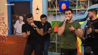 "É ""propaganda"" no palco do Meu MS. Canta pra gente, Vitor e Cadu! - É ""propaganda"" no palco do Meu MS. Canta pra gente, Vitor e Cadu!"