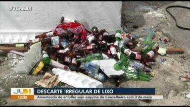 Flagrante mostra avenida Conselheiro Furtado tomada pelo lixo - Os moradores sofrem com o descarte irregular de lixo.
