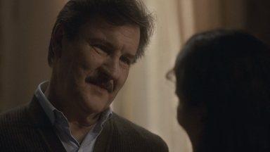 Júlio mente para Lola - Ele conta que chegou tarde em casa por causa de um balancete na loja