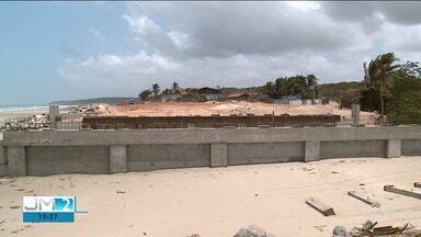 Banhistas reclamam de esgoto na orla marítima de São Luís - Quem vai à praia sabe que se arrisca, pois são muitos pontos considerados impróprios para banho.