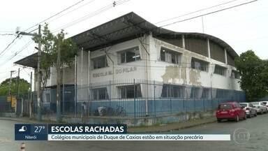 Alunos de 2 escolas de Caxias estudam em meio a infiltrações e rachaduras - Escolas da rede municipal esperam por obras. Uma delas funciona em um prédio alugado e espera há nove anos por instalações novas.