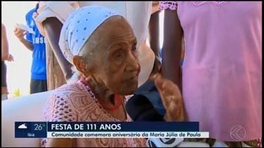 Idosa de 111 anos ganha festa de aniversário de agentes de saúde em Divinópolis - A comemoração reuniu familiares, amigos e enfermeiros para cantar parabéns para aniversariante neste sábado (5), no Bairro Icaraí.