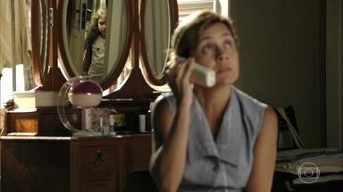 Rita ouve a madrasta dar informações a um cúmplice - Ela fica nervosa e sai correndo