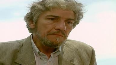 Capítulo de 17/11/1995 - Tadeu gosta do currículo de Sarita, mas não a contrata. Ivan foge de Igor no carro de Vera. Marisa diz a Júlio que Tadeu está investigando a vida dele. Igor dá um soco em Serginho.