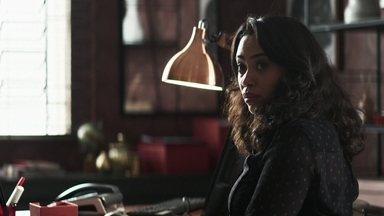 Fabiana obriga Sueli a ajudá-la contra Maria da Paz - Ex-noviça descobre que a boleira tem dívidas com o banco