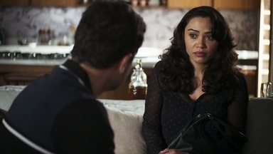 Sueli conta para Márcio o plano de Fabiana contra Maria da Paz - O diretor da fábrica conclui que a ex-noviça está planejando um golpe contra a boleira