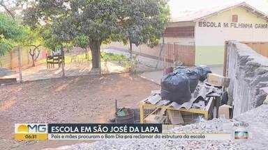 Pais e alunos reclamam de escola em São José da Lapa - Vídeo feito por telespectador mostra problemas estruturais no banheiro, pátios e salas de aula.