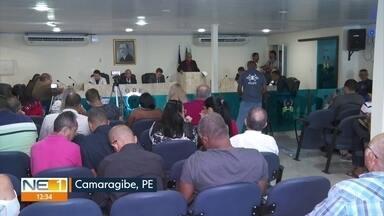 Vereadores se reúnem para leitura do relatório sobre impeachment do prefeito de Camaragibe - Acusado de lavagem de dinheiro, corrupção e fraude, Demóstenes Meira está afastado do cargo.