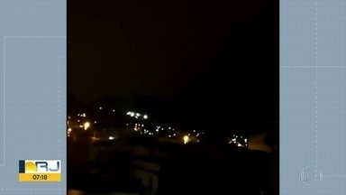 Moradores de Vila Kennedy relatam noite de tiroteio - Bandidos rivais trocaram tiros durante a noite de terça-feira (8) e madrugada desta quarta (9).