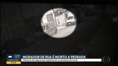 Morador de rua é morto a pedrada - Câmeras de segurança registraram o momento do crime em Ribeirão Preto.