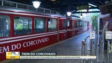 Estrada de Ferro do Corcovado completa 135 anos e ganha novo trem - O novo trem entra em funcionamento nesta quarta-feira (9).