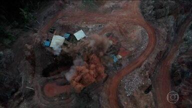 PF destrói estrutura montada para extração ilegal de ouro no Mato Grosso - Os agentes queimaram equipamentos e usaram explosivos para fechar escavações.
