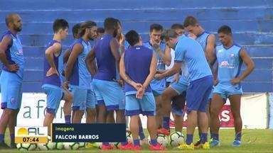 Com portões fechados, CSA faz último treino para enfrentar o Internacional - Azulão terá desfalques para a partida