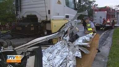 Casal de médicos morre após bater de carro com caminhão em São Carlos, SP - Acidente ocorreu na tarde de terça-feira (8) na Rodovia Thales Peixoto.