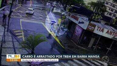 Carro é arrastado por trem pela segunda vez em uma semana em Barra Mansa - Acidente aconteceu na passagem de nível da Rua Alberto Mutel, próximo à Ponte dos Arcos.