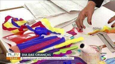 Psicopedagoga ensina a confeccionar brinquedos para do Dia das Crianças - Especialista também fala da importância da interação dos pais e filhos no momento de diversão.