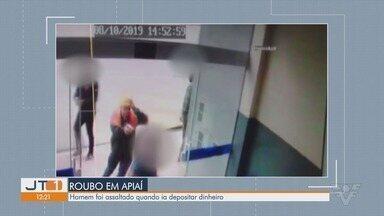 Homem é assaltado em frente a lotérica quando tentava depositar dinheiro em Apiaí - Comerciante foi roubado nesta terça-feira (8), quando levava dinheiro para depositar em banco.