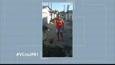 #VCnoJPB1 : Fátima e Nina mostram vazamento no Bairro dos Ipês - Já são três do cano estourado no bairro.