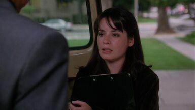 Marcado na Minha Pele - Stefan é capaz de sugar a juventude de mulheres bonitas e jovens como Phoebe. Prue lamenta o que aconteceu e procura por um novo emprego. Piper questiona seus poderes.