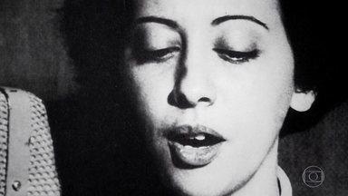 Nascida no subúrbio carioca, Fernanda Montenegro relembra o começo de sua carreira - Antes de se dedicar à carreira artística, a atriz estudou secretariado. Seu primeiro emprego, no entanto, foi como locutora da rádio MEC e, dez anos depois, ela começou a atuar no teleteatro da TV Tupi.