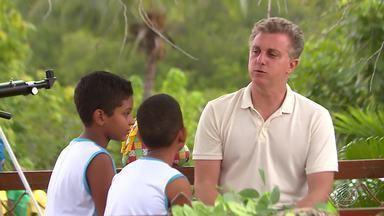'Árvore dos Desejos' realiza sonhos em escola pública de Madre de Deus(BA) - 'Caldeirão' surpreende crianças e professores em Madre de Deus(BA)