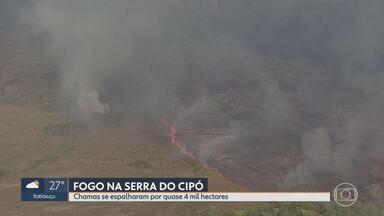 Controlado incêndio no Parque Nacional da Serra do Cipó - Equipes seguem de prontidão para evitar que as chamas voltem ao local.