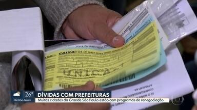 Cidades da Grande São Paulo estão com programas de renegociação de dívidas - Quem tem dívida com alguma prefeitura, a boa notícia é que pelo menos 20 cidades da grande São Paulo têm projetos de renegociação. O SP1 foi até Taboão da Serra e Carapicuíba para ver como isso está funcionando.