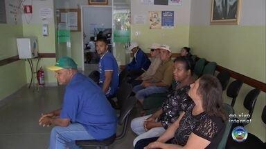 Servidores fecham acordo com prefeitura e voltam a trabalhar em Lupércio - Combinado com sindicato é de que até a próxima terça-feira (22), será pago metade do salário. Mesmo com a volta dos funcionários, postos de saúde sofrem com a falta de médicos.