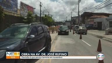 Obra complica trânsito na Avenida Doutor José Rufino - Previsão é de que o serviço termine em novembro.