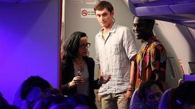 China: A Muralha - Sean fica chateado ao descobrirr o verdadeiro motivo de Dylan ter viajado para a China. Os dois decidem acampar com as novas amigas, Ashley e May, mas Sean se perde do grupo.