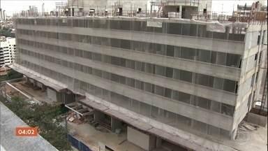 Mais de 1,5 mil obras públicas estão paradas ou atrasadas em São Paulo - Os dados fazem parte de um relatório do Tribunal de Contas do estado. E o valor dos contratos pode chegar aos R$ 43 bilhões.