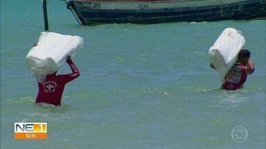 São José da Coroa Grande recebe boias de contenção para evitar manchas de óleo no litoral - Aparecimento de manchas em praias na divisa com Alagoas, fez o governo de Pernambuco reforçar monitoramento e ações de prevenção.