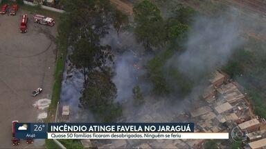 Incêndio em favela deixa quase 50 famílias desabrigadas no Jaraguá - Fogo se alastrou por barracos próximo à linha 7-Rubi da CPTM. Ninguém se feriu.