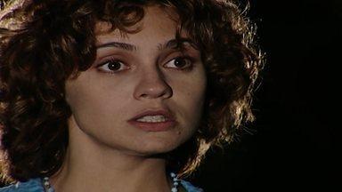 Capítulo de 26/05/1998 - Sandra diz a Alexandre que Clementino está preso, embora já tenha cumprido a pena. Vilma recebe um bilhete anônimo falando da traição de seu marido.