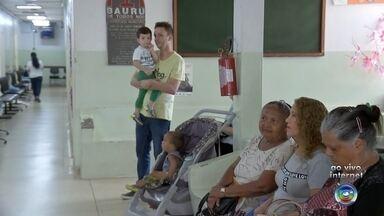 """Bauru realiza campanha de vacinação contra o sarampo no sábado - O """"dia D"""" de vacinação contra o sarampo vai contar com 4,3 mil postos de saúde abertos das 8h às 17h em todo o estado. A campanha vai até 25 de outubro e a imunização é para as crianças a partir de 6 meses até menos de 5 anos."""