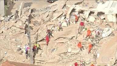 Sobe para seis o número de mortes no desabamento do prédio em Fortaleza - Bombeiros retiraram mais dois corpos dos escombros na noite desta sexta-feira (18).