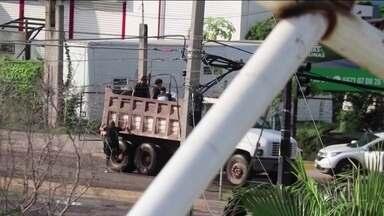 Operação contra filho de traficante 'El Chapo' termina em confusão no México - Mais de vinte pessoas ficaram feridas e duas morreram. 'El Chapo' está preso nos Estados Unidos.