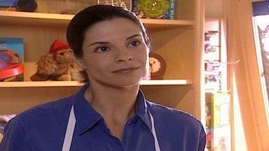 Capítulo de 12/06/2000 - Alma pede que Helena saia da vida de Edu. Íris quase joga o cavalo em cima de Ingrid. Miguel convida Helena para jantar, mas ela não aceita e cede aos carinhos de Edu.