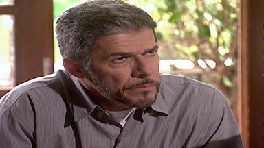 Capítulo de 19/06/2000 - Edu manifesta vontade de se mudar e Alma faz chantagem emocional. Viriato estranha tudo e não consegue nada na cama. Cíntia enfrenta Pedro e os dois brigam.